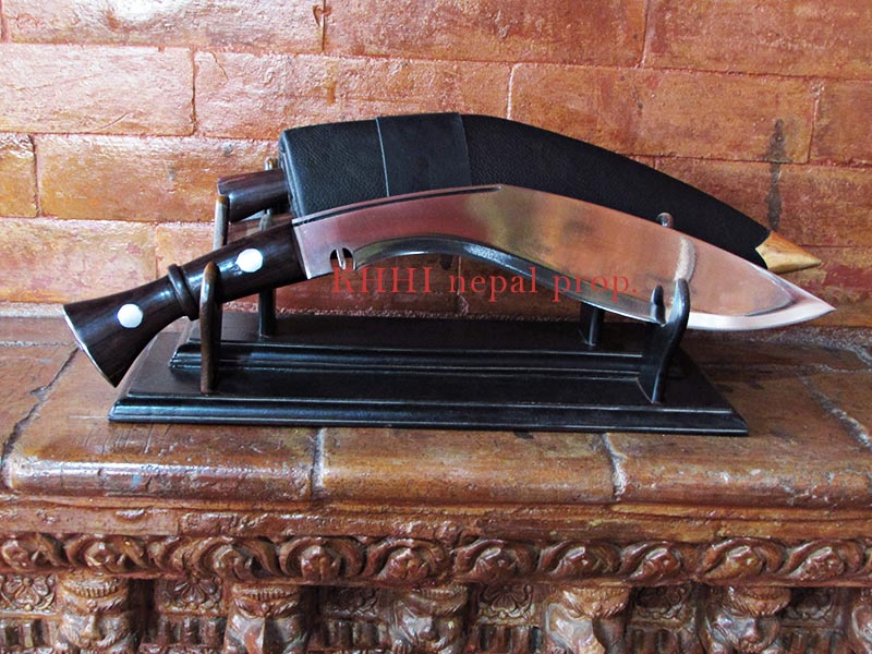Kukri displaying style in a Double Stand