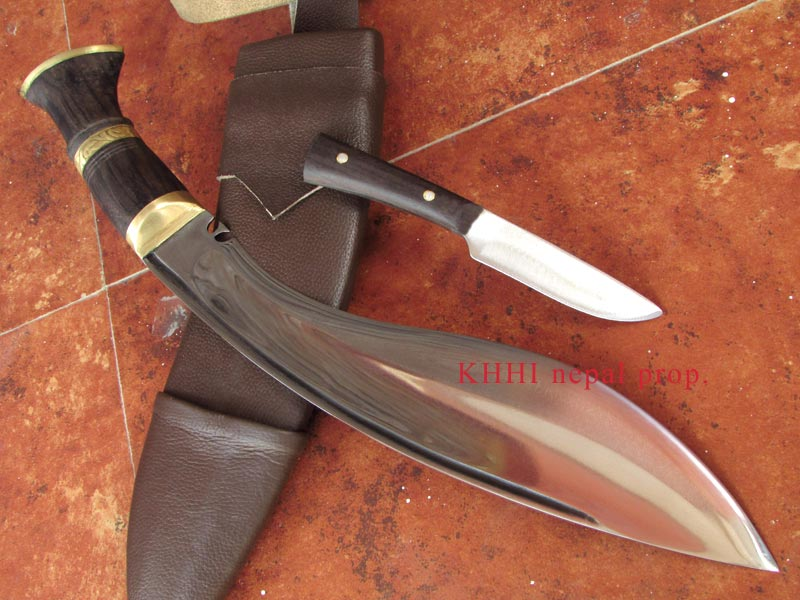 Multipurpose General Kukri from Tip angle