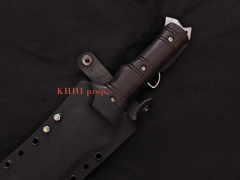 wooden handle and kydex sheath view of the Viper